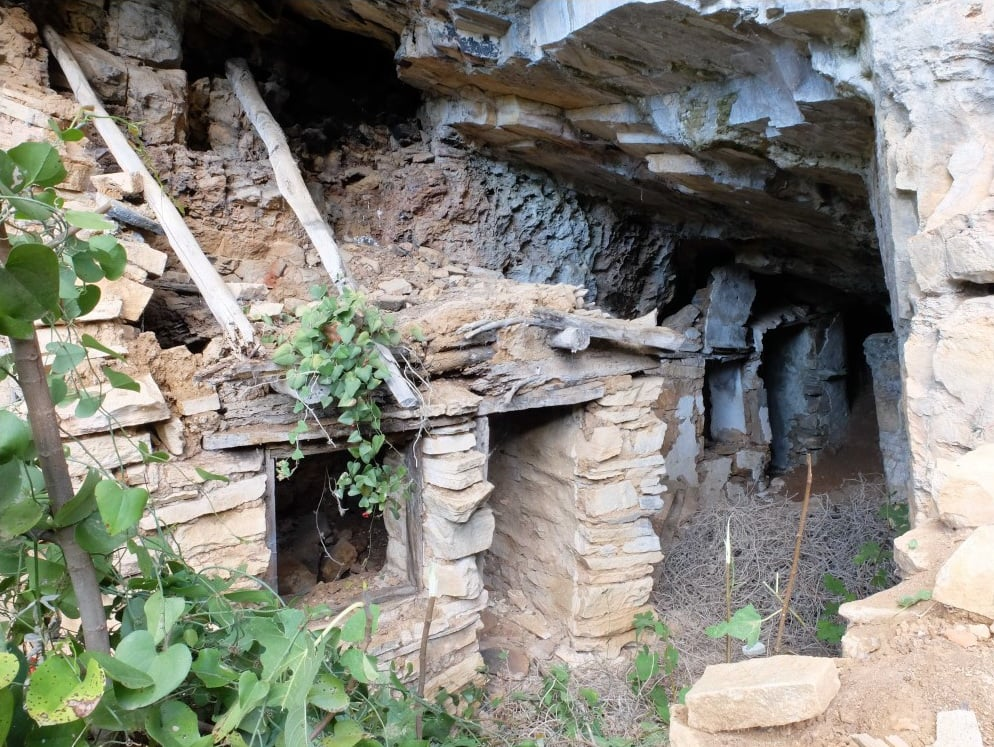 На Афоне обнаружили пещеру, в которой мог жить и молиться украинский подвижник Иоанн Вишенский