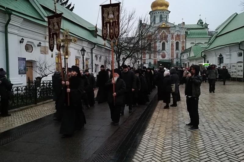 Десятки тысяч верующих поклонились впервые принесенным в Киево-Печерскую Лавру мощам и посоху прп. Паисия Величковского (+ ФОТО и ВИДЕО)